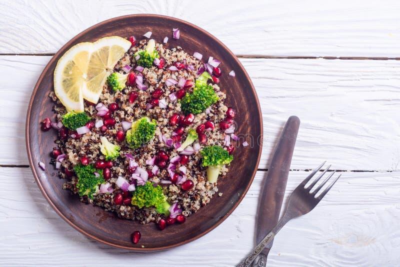 Salada do Quinoa com romã fotos de stock royalty free