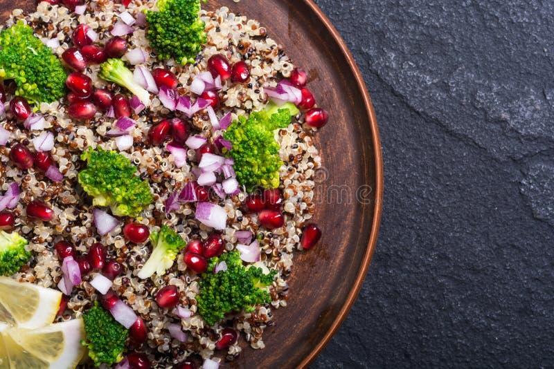 Salada do Quinoa com romã foto de stock royalty free