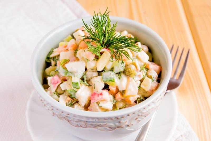 Salada do russo mais olivier imagem de stock royalty free