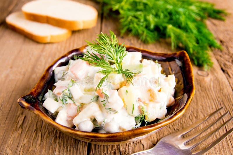 Salada do russo mais olivier imagem de stock