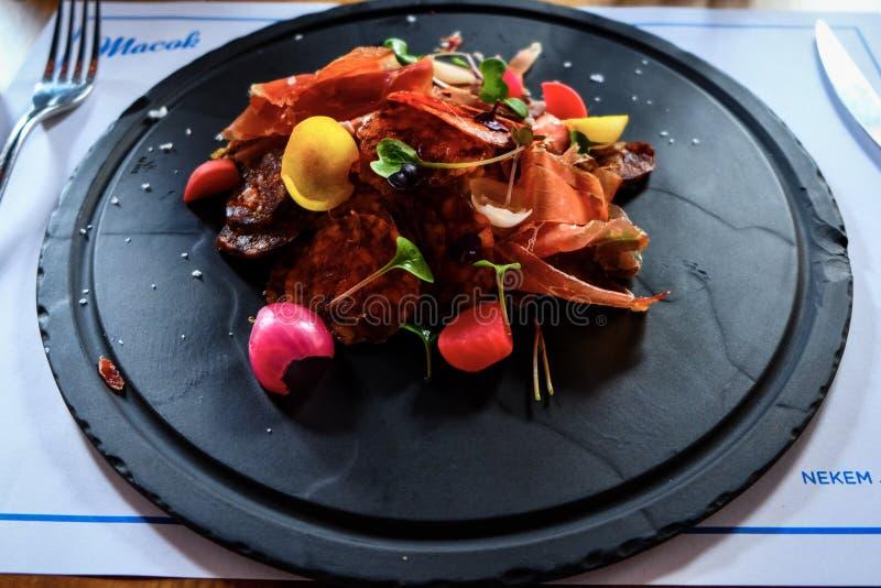 Salada do salame fotografia de stock royalty free