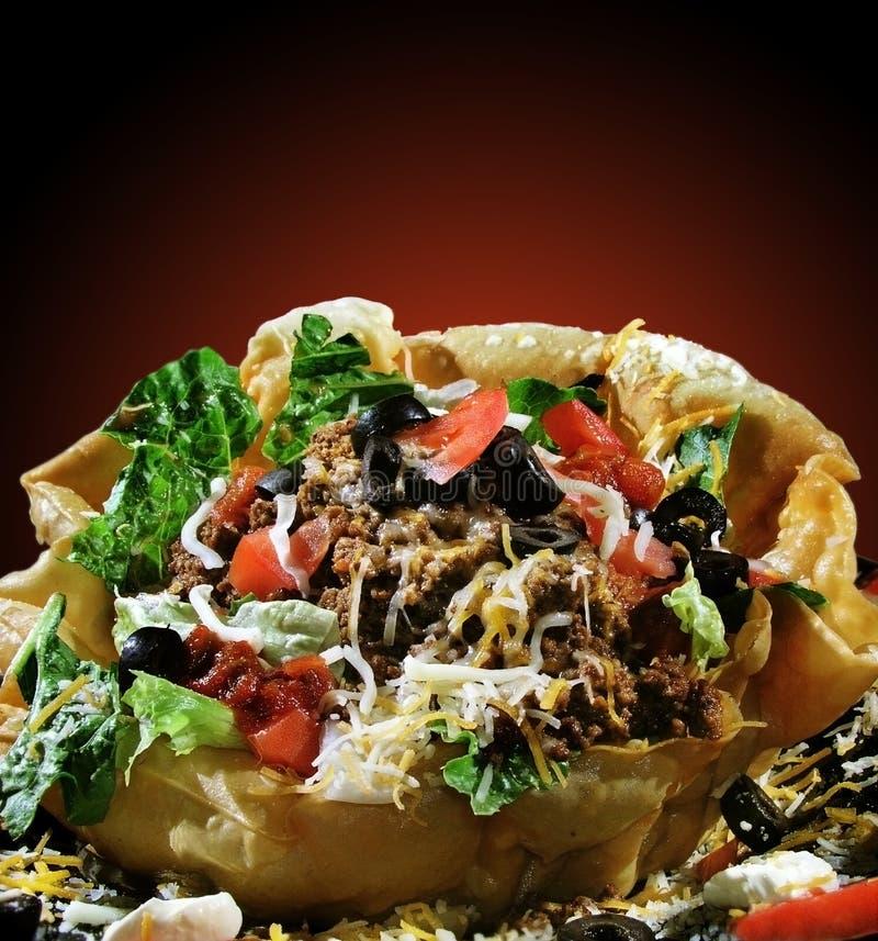 Salada do Taco no escudo fotos de stock royalty free