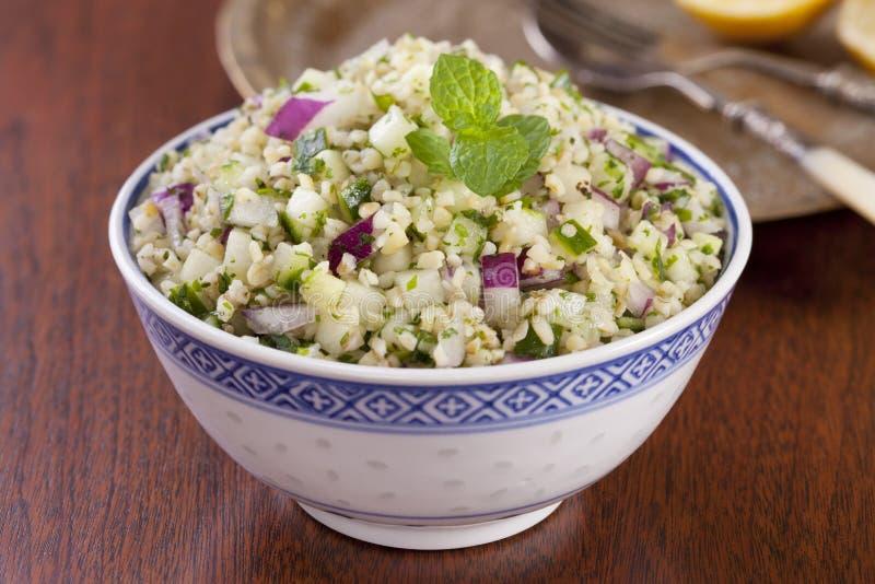 Salada do trigo da búlgara do taboulé fotografia de stock royalty free