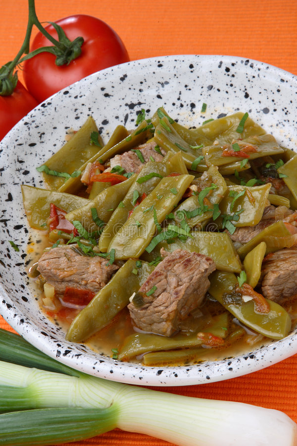 Salada dos feijões franceses com carne imagem de stock