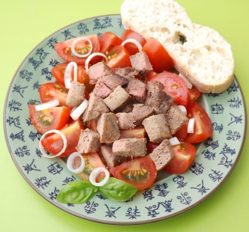 Salada dos tomates com fígado imagens de stock