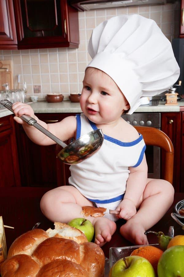 Salada e cozinheiro fotografia de stock