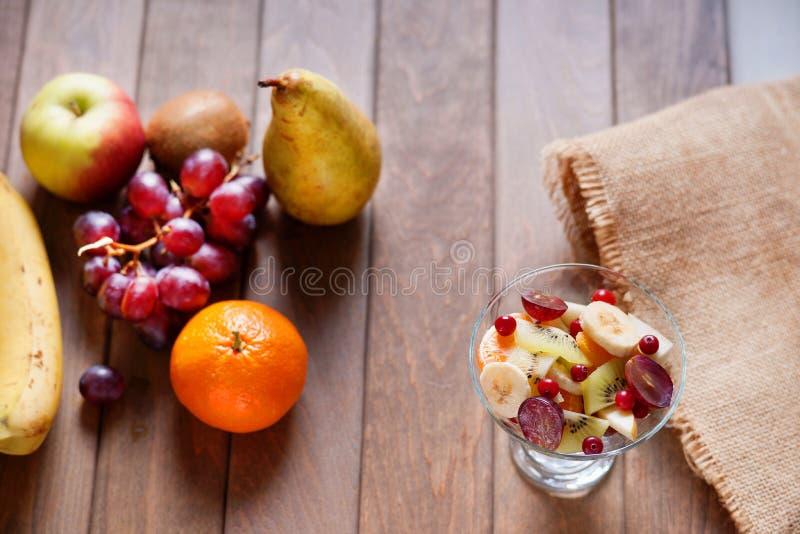Salada e frutos de fruto fotos de stock royalty free