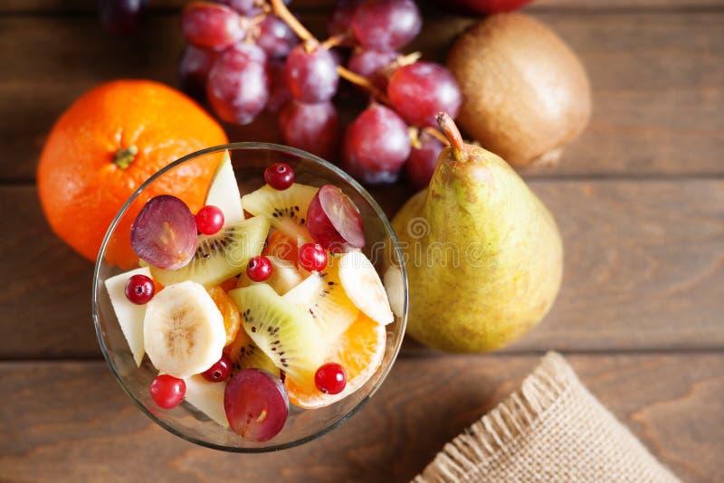 Salada e frutos de fruto fotografia de stock royalty free