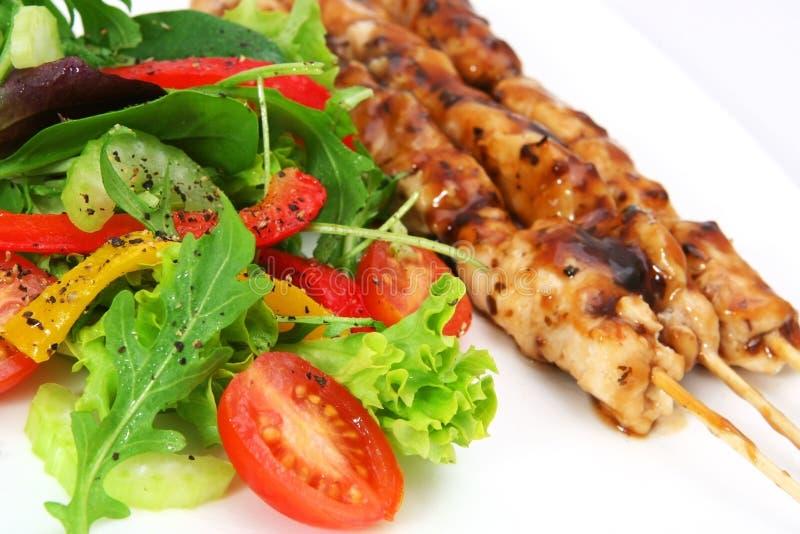 Salada e Satay foto de stock royalty free