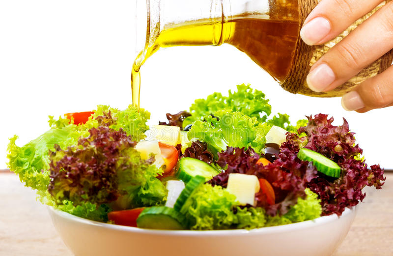 Salada fresca com azeite imagens de stock