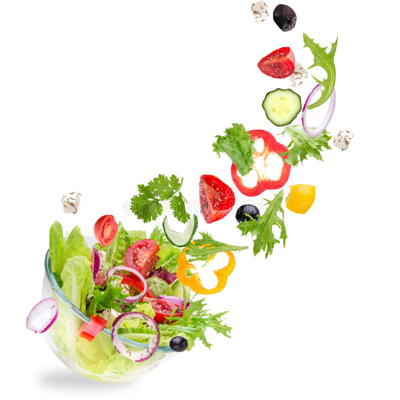 Salada fresca com os ingredientes dos vegetais do voo imagem de stock