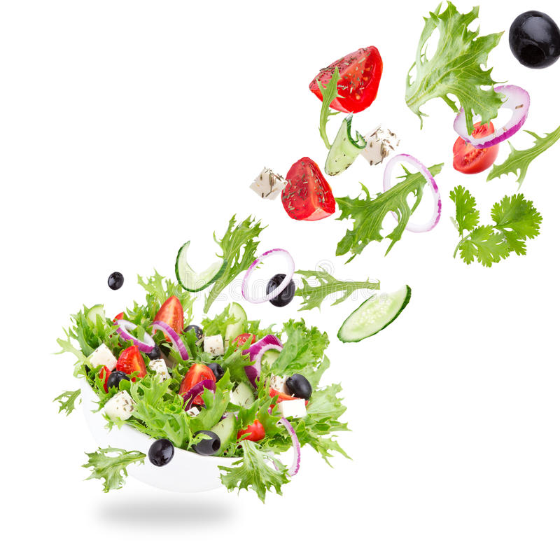 Salada fresca com os ingredientes dos vegetais do voo fotografia de stock royalty free