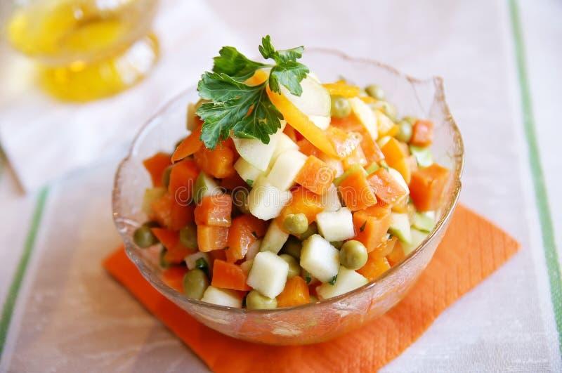 Salada fresca da cenoura e da maçã fotografia de stock royalty free