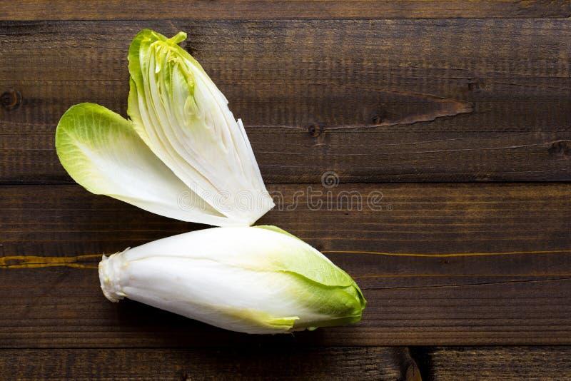 Salada fresca da chicória Alimento saudável orgânico da endívia crua imagens de stock