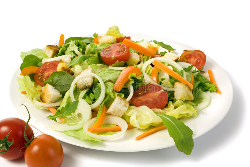 Salada fresca do jardim em uma placa isolada imagens de stock