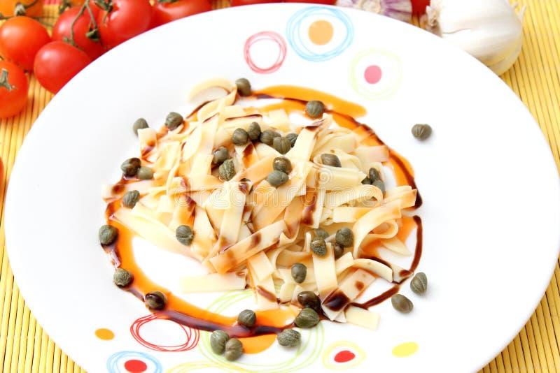 Salada fresca dos macarronetes imagens de stock