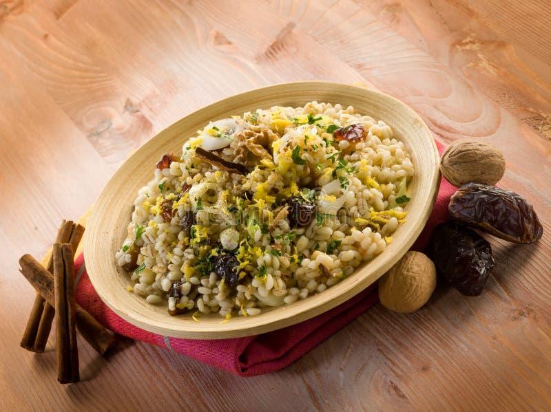 Download Salada Fria Da Cevada Com Datas Imagem de Stock - Imagem de cereal, verde: 29847949