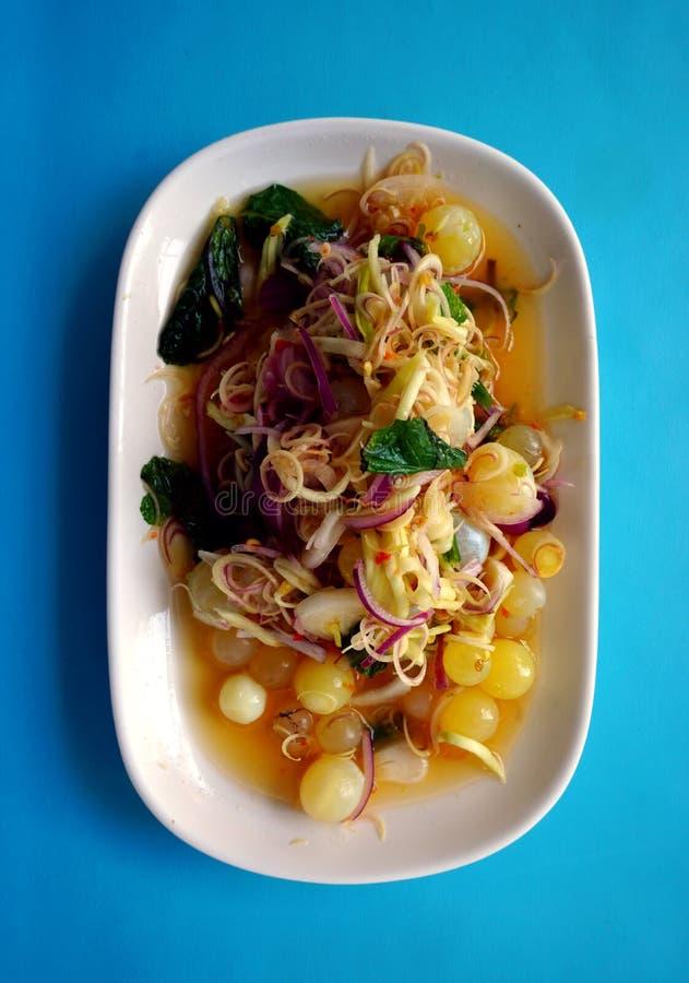 Salada gigante picante do ovo do peixe-gato imagens de stock