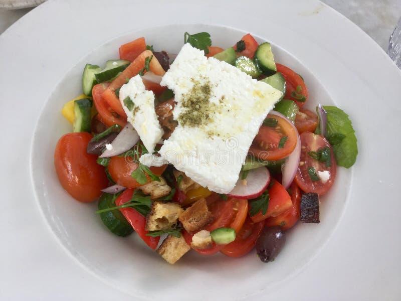 Salada grega clássica Gourmet fresco do vegetariano Vista superior imagem de stock royalty free