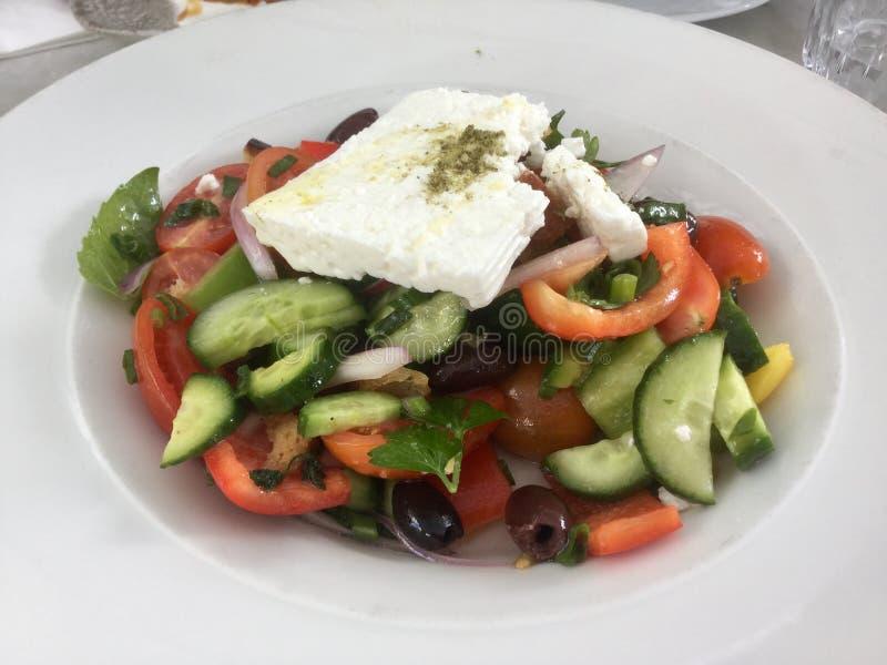 Salada grega clássica Refeição fresca do vegetariano Alimento saudável fotos de stock
