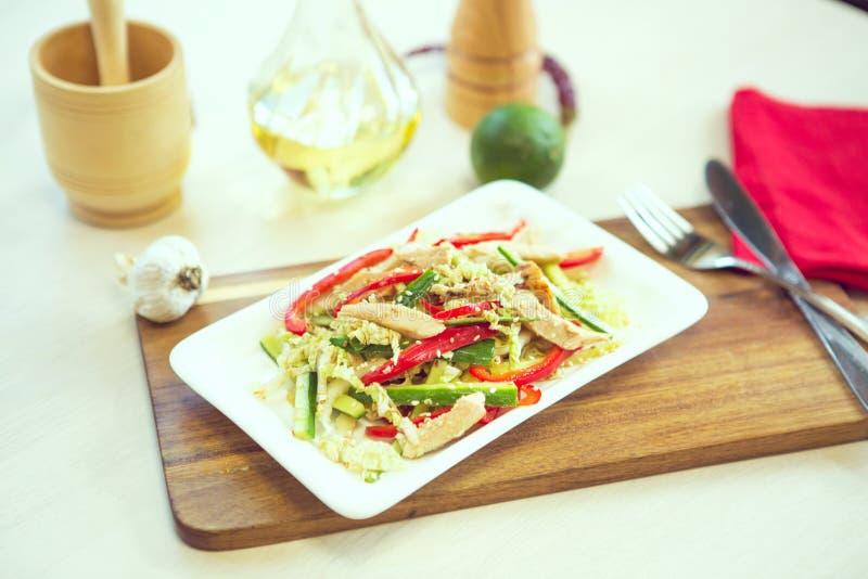Salada grega Conceito para a refeição saboroso e saudável do vegetariano Fim acima imagem de stock