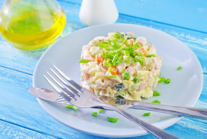 Salada mais olivier fotos de stock