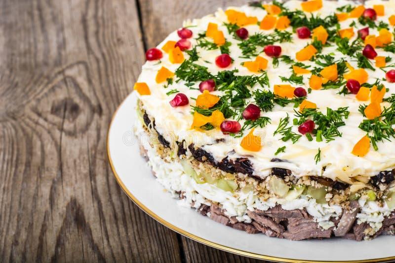 Salada mergulhada com as sementes da carne e da romã foto de stock royalty free