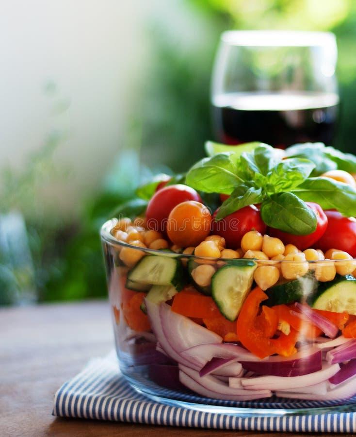 Salada mergulhada fresca do grão-de-bico fotos de stock