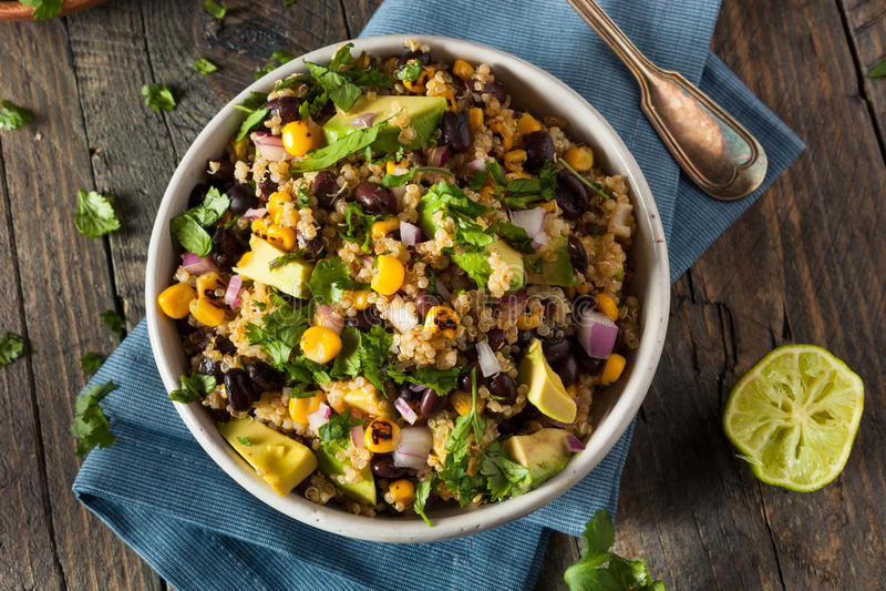 Salada mexicana do sudoeste caseiro do Quinoa foto de stock