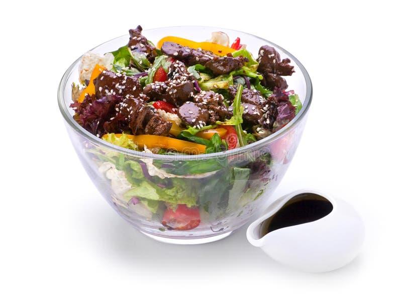 Salada morna com fígado de galinha imagens de stock