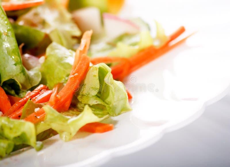 Salada na tabela imagem de stock royalty free