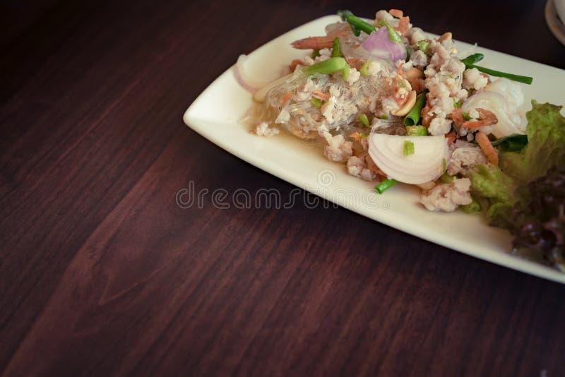 Salada picante da aletria fotos de stock royalty free