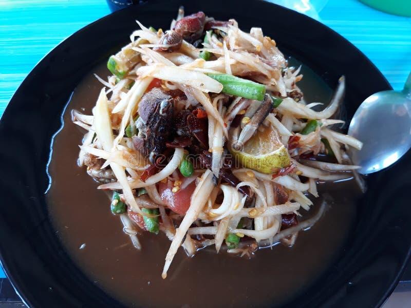 Salada picante da papaia com caranguejo do mar, marisco conservado, feijão longo fotos de stock royalty free