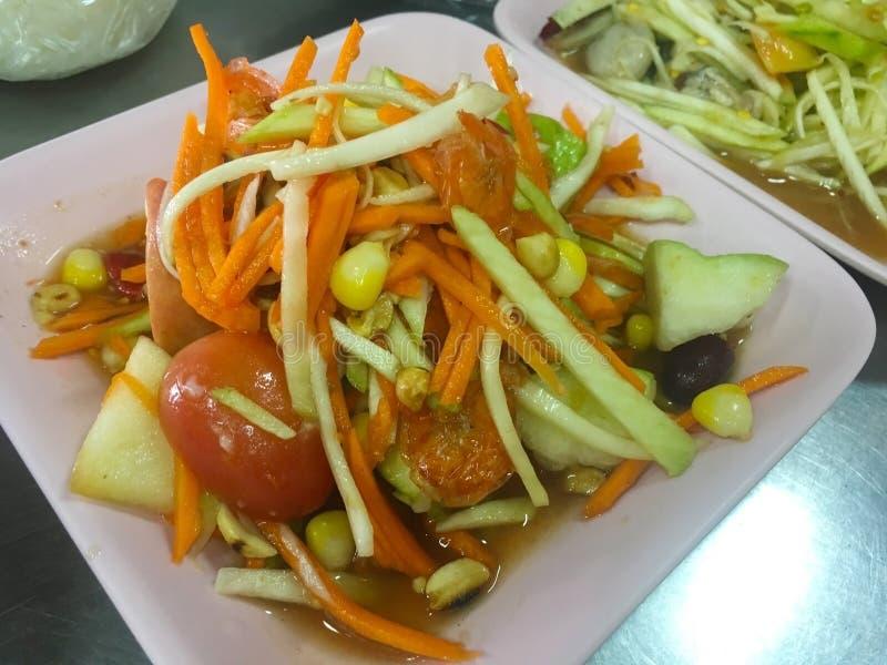 Salada picante do fruto misturado tailandês, alimento tailandês imagens de stock royalty free
