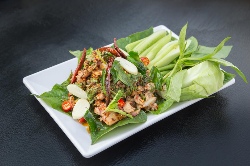 Salada picante do pato, alimento tailandês imagens de stock royalty free