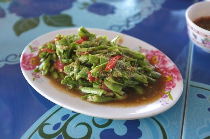 Salada picante tailandesa do feijão longo fotos de stock