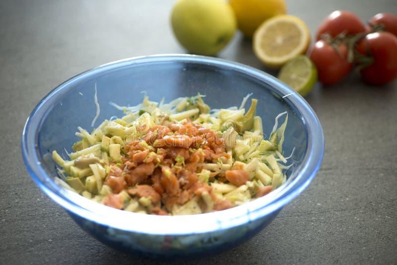 Salada salmon fumada foto de stock
