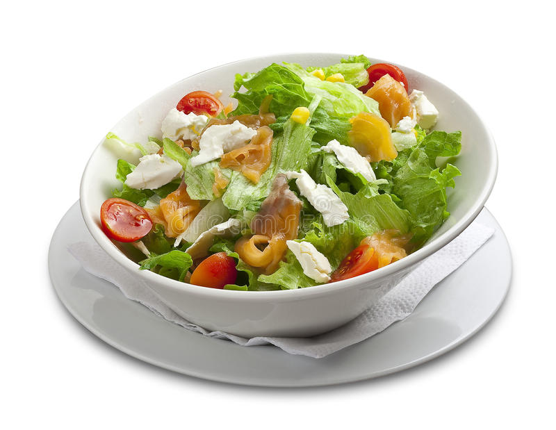 Salada saudável com salmão fumado, queijo, milho, tomate de cereja imagens de stock