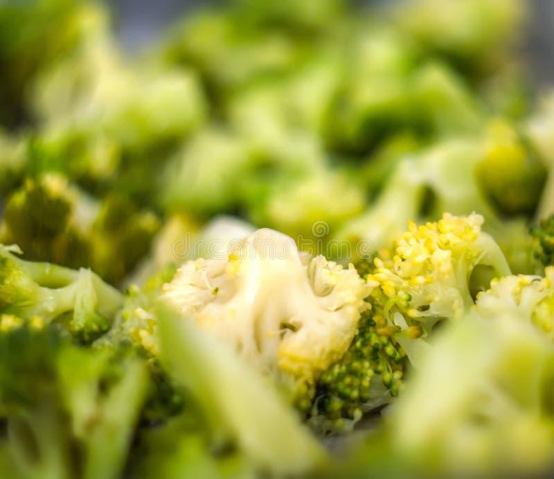 Salada saud?vel com br?colis fotografia de stock royalty free