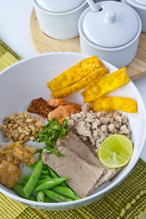 Salada tailandesa dos macarronetes fotografia de stock royalty free
