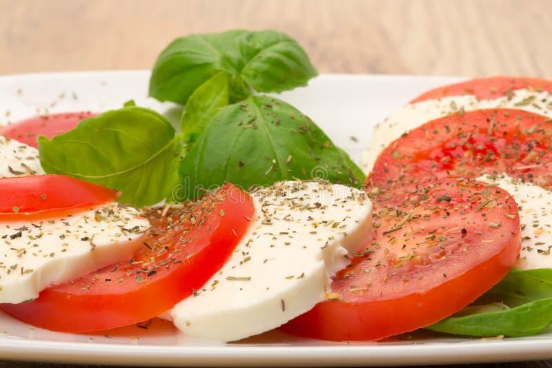 Salada tradicional de Caprese imagens de stock