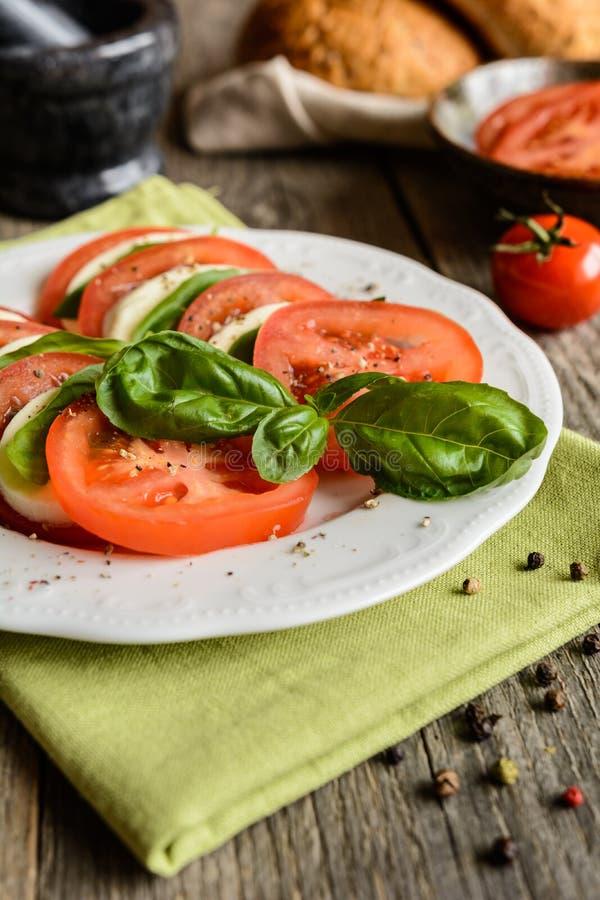 Salada tradicional de Caprese imagem de stock royalty free