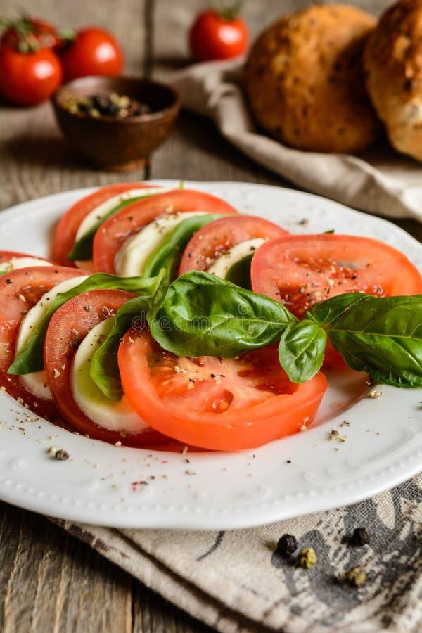 Salada tradicional de Caprese foto de stock royalty free