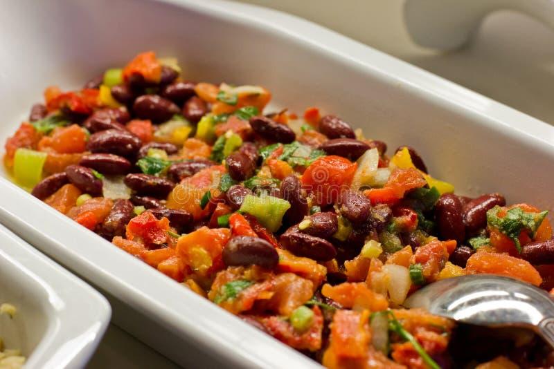 Salada vegetal com feijões vermelhos e verdes foto de stock royalty free