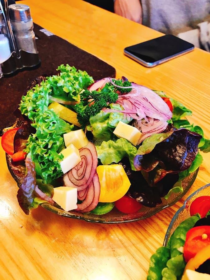 Salada vegetal saboroso e saudável foto de stock