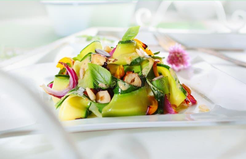 Salada verde fresca apetitosa gourmet fotografia de stock royalty free