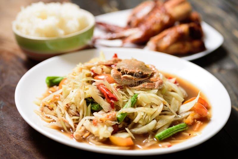 Salada verde picante da papaia, Tum tailand?s do som do alimento imagem de stock