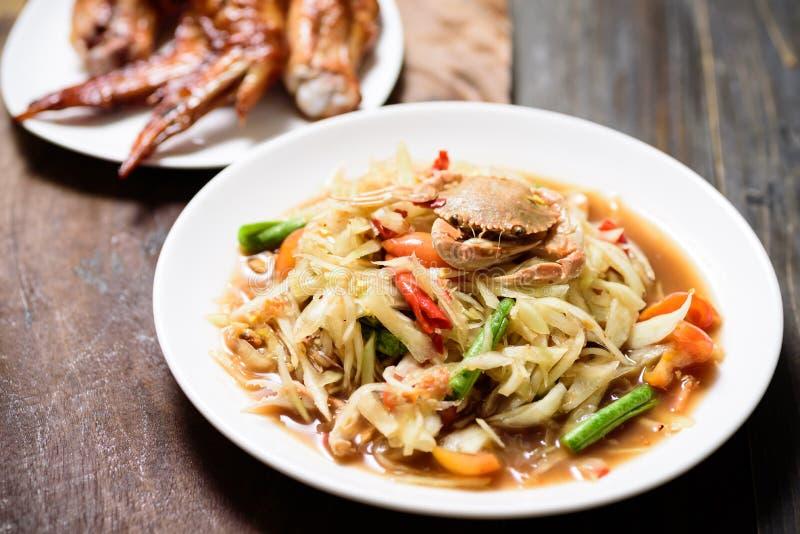 Salada verde picante da papaia, Tum tailand?s do som do alimento fotos de stock