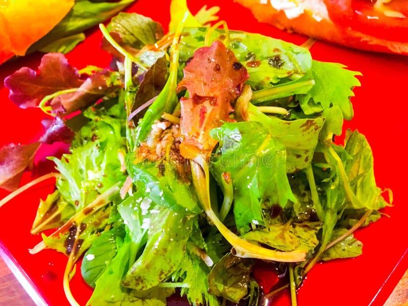 Salada verde saudável fresca dos vegetarianos imagens de stock