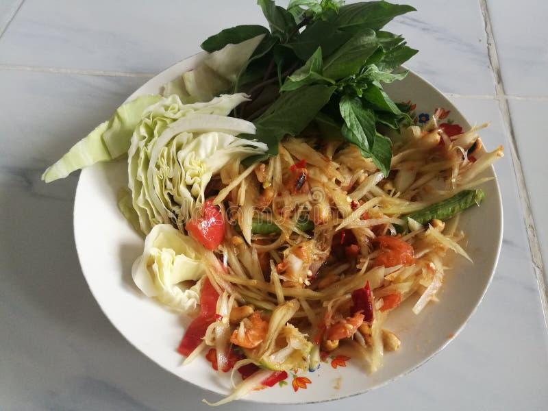 Salada verde tailandesa da papaia, que em Tailândia é sabida tão como o tam do som fotos de stock royalty free